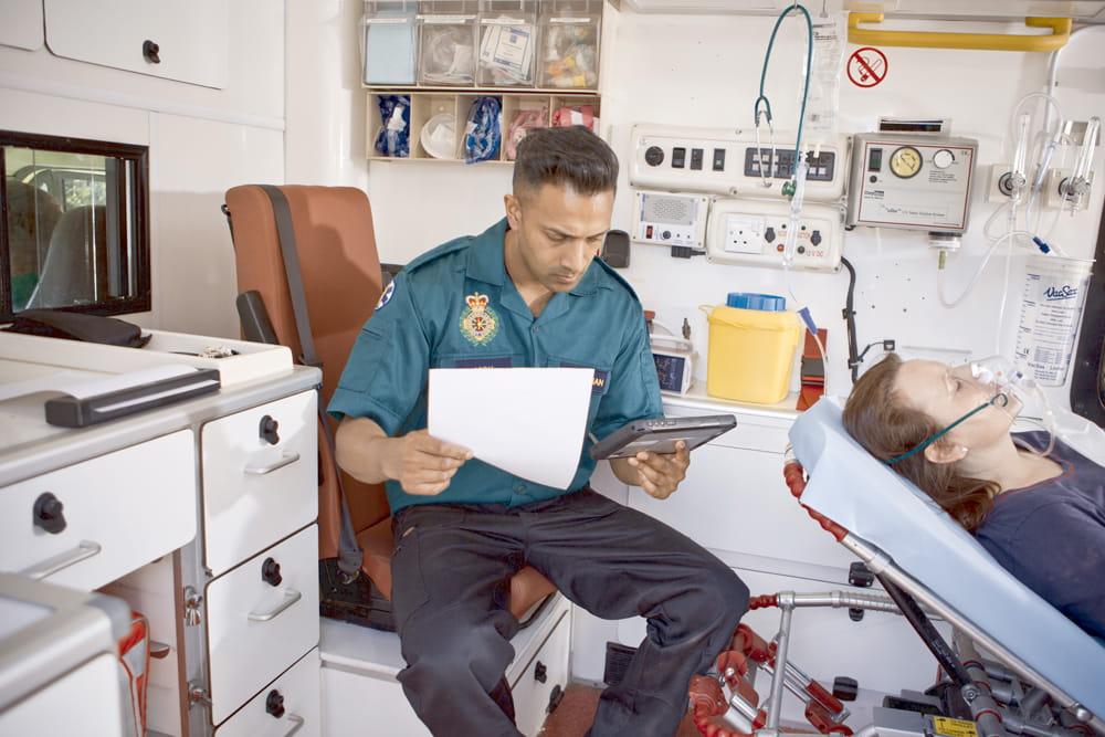 Mentős orvos PJ7-re nyomtat tabletről