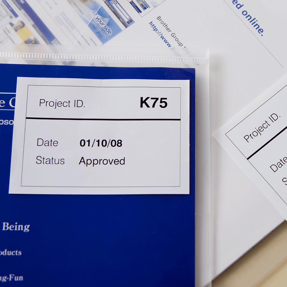 Eredeti Brother DK-44205 könnyen eltávolítható, folytonos papírszalag tekercsben– Fehér alapon fekete, 62mm széles 2