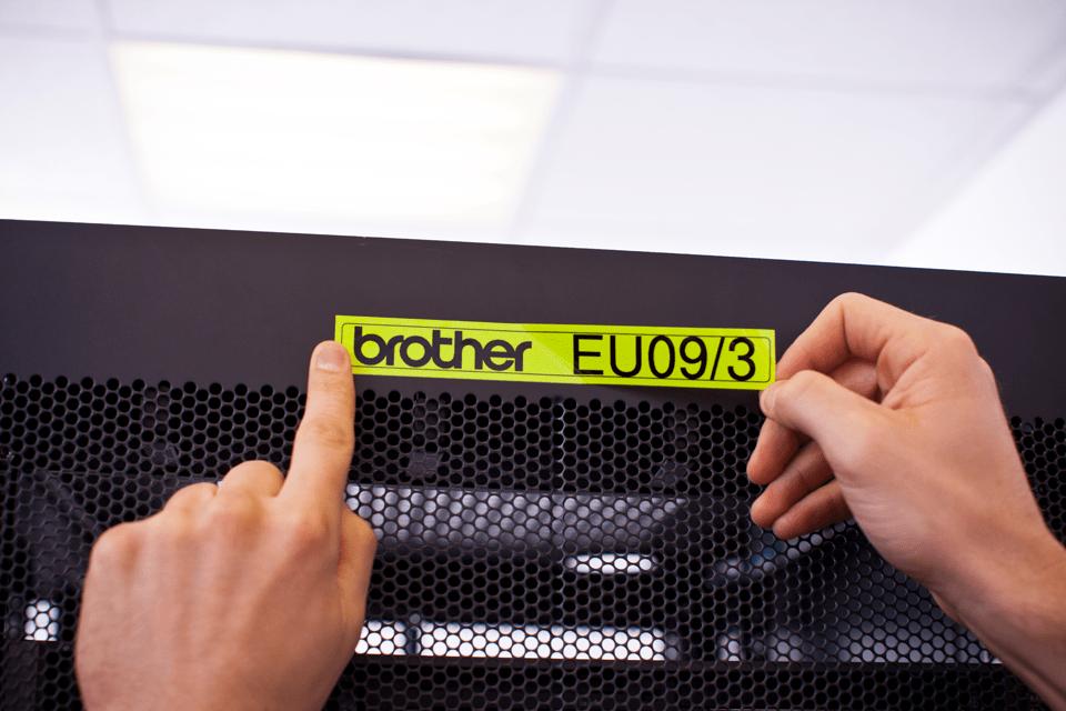Eredeti Brother TZe-C51 szalag – Fluoreszkáló neon sárga , 24mm széles 4
