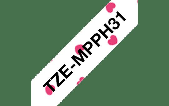 Eredeti Brother TZe-MPPH31 szalag – Pink szivecskés alapon fekete, 12mm széles 3