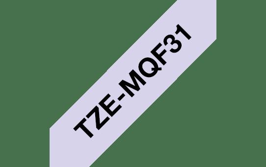Eredeti Brother TZe-MQF31 szalag – Pasztell lila alapon fekete, 12 mm széles