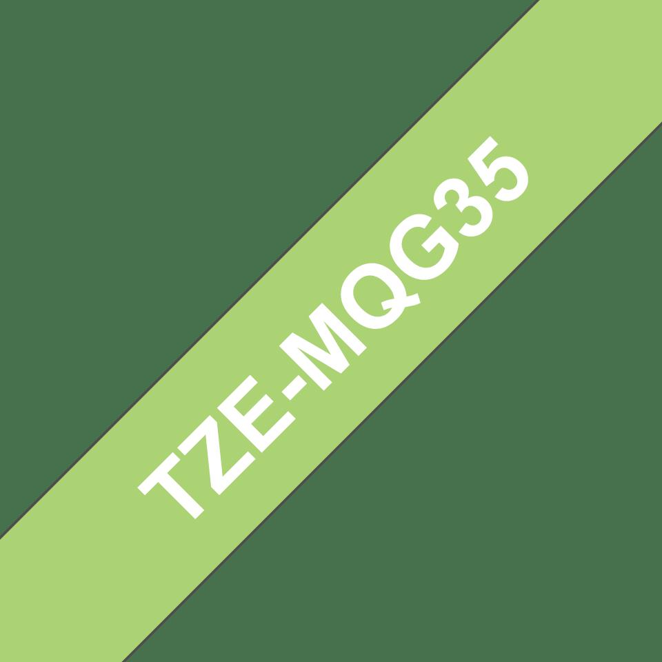 Eredeti Brother TZe-MQG35 laminált szalag – Lime zöld alapon fehér, 12mm széles 3